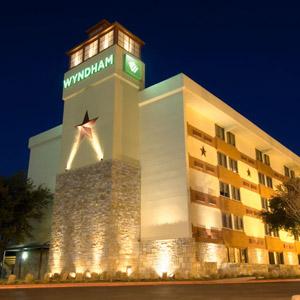 Wyndham Garden Hotel Bedding By DOWNLITE